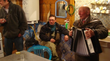 Sabachi impromptu live folk music and vodka tasting